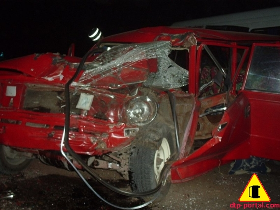 Фото ВАЗ-2102 после ДТП, ВАЗ после лобового столкновения