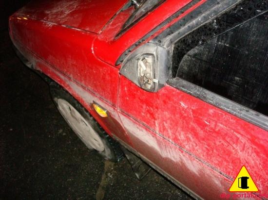 Фото места отломанного в ДТП бокового зеркала