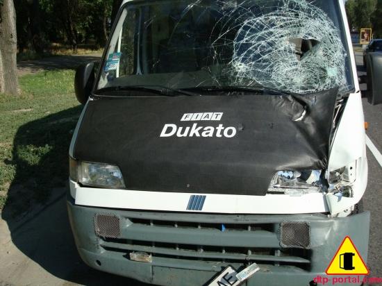 Фото Фиат Дукато после наезда на пешехода, лобовое стекло после наезда на пешехода