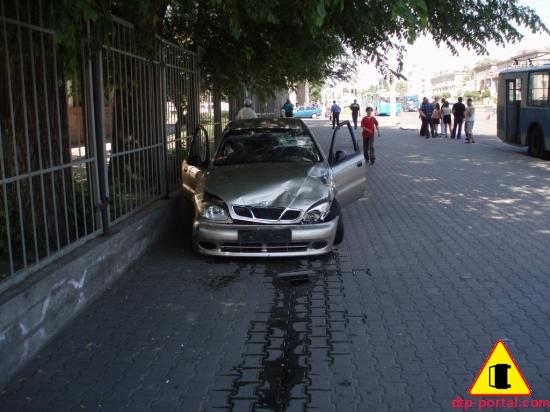 Фотография Ланоса после ДТП, Ланос сбил мотоциклиста