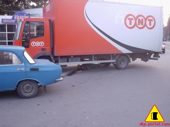Общий вид места ДТП с участием грузовика и пешехода