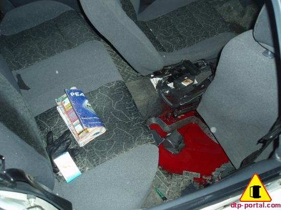 Фото-крови-на-заднем-коврике-автомобиля.jpg