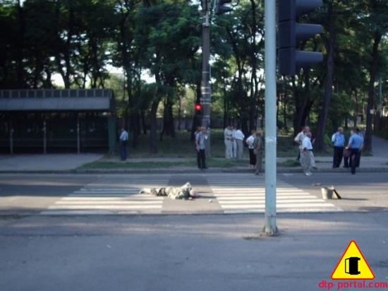 Фото месторасположения трупа на пешеходном переходе