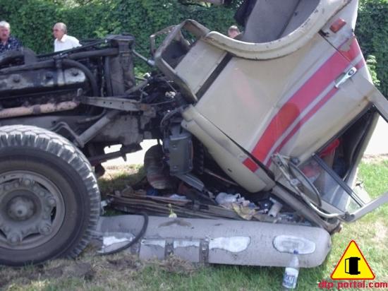 Вид справа кабины грузовика