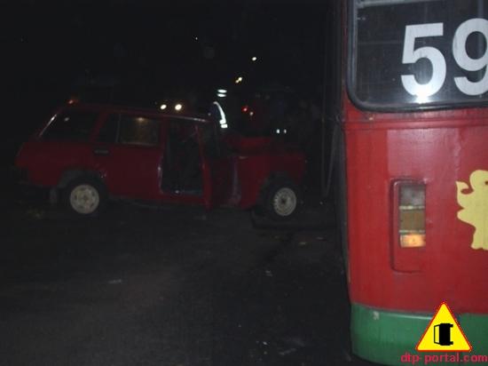 боковое фото столкновения транспорта