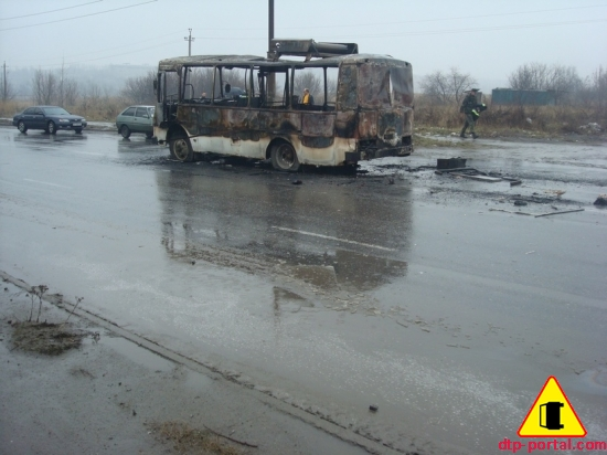 фото автобуса после пожара