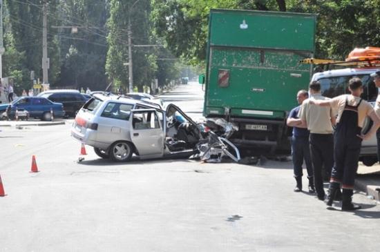 фото автомобиля ваз после столкновения с грузовиком_thumb.jpg