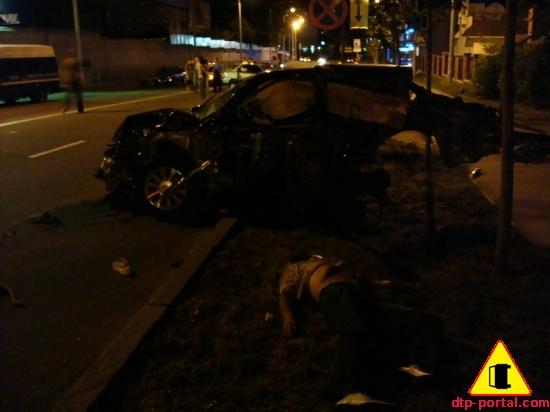 фото труп пассажира на газоне_thumb.jpg
