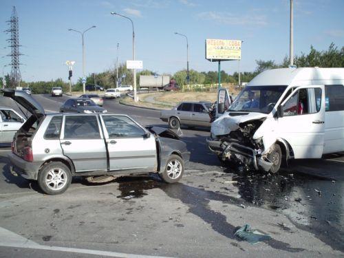 Столкновение малолитражки и микроавтобуса в Запорожье