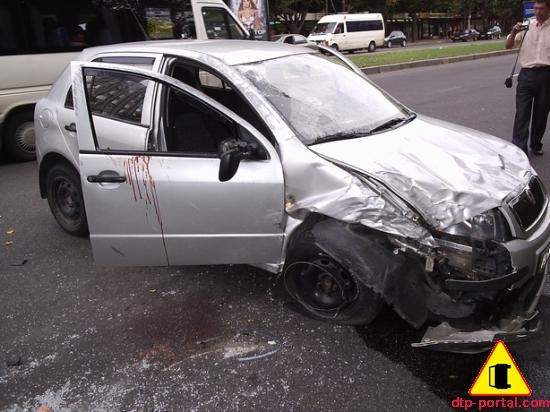 Столкновение четырех автомобилей на перекрестке пр.Ленина-ул.Грязнова в Запорожье