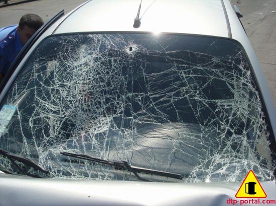 разбитое лобовое стекло