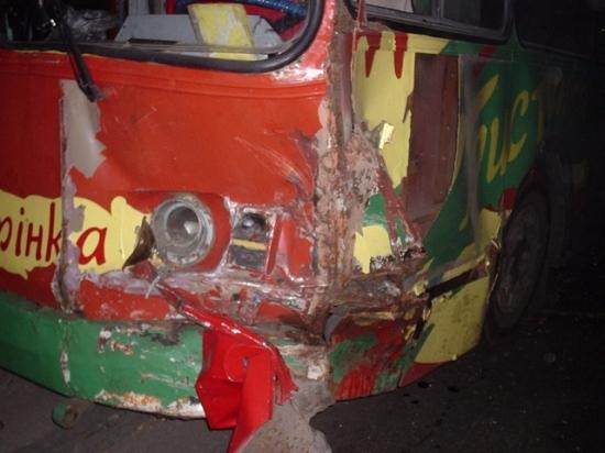 вид передней части троллейбуса после дтп с жигулями