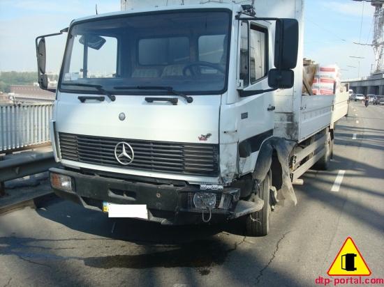 вид спереди грузовика после ДТП_thumb.jpg